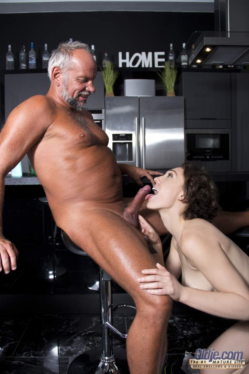 free women masturbate with dildo videos